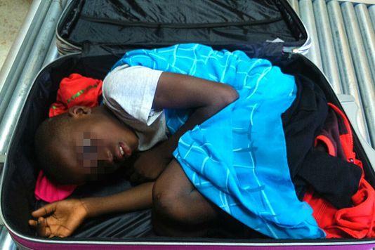 Adou L'« enfant dans la valise »
