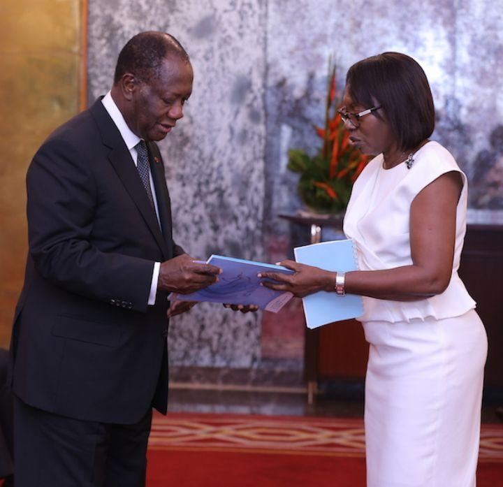 Cérémonie de remise du Rapport d`activités de la Commission Nationale des Droits de l`Homme de Côte d`Ivoire (CNDHCI) à Alassane OUATTARA