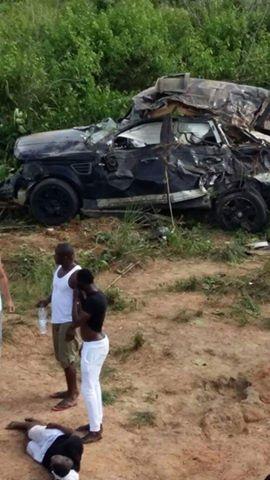 la star du coupé décalé Débordeau Lekunfa et tout son staff en partance pour une prestation à l'intérieur du pays ont été victimes d'un grave accident