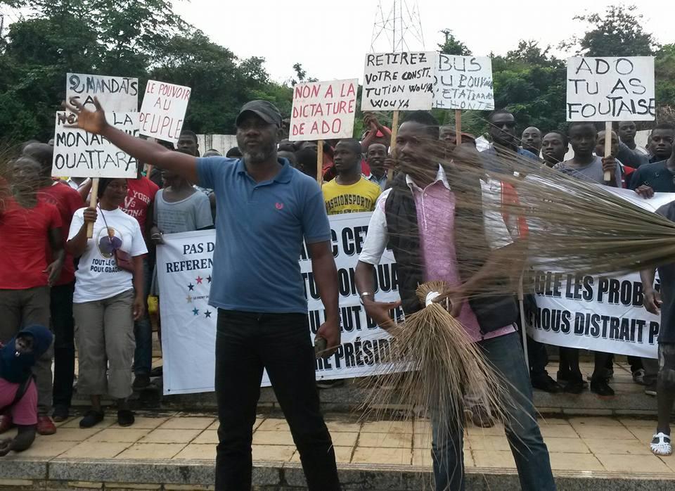 Les Parlements et Agoras demandent la démission de Ouattara